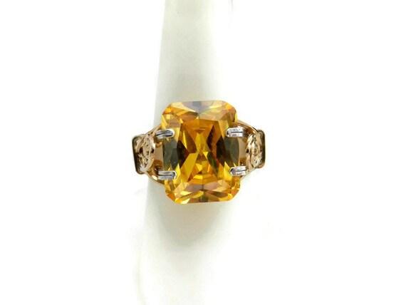 Renaissance Prong Ring in Golden Yellow