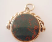 9ct Gold Red Carnelian and Bloodstone Spinning Fob Charm from 1900s