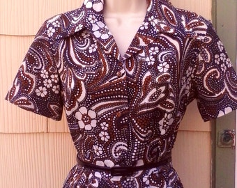 Vintage 1960s Brown Paisley Novelty Print Shirtwaist Day Dress  Mod M Medium