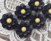 SPECIAL OFFER --- 18 mm Black Resin Marigold Flower (.ag)
