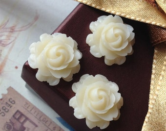 21 mm White Colour Cabbage Rose Resin Flower Cabochons (.nm)