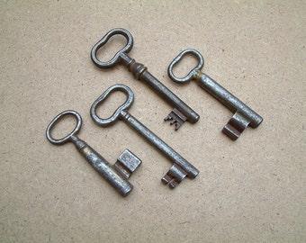 Vintage antique 4 large keys, set of four old keys