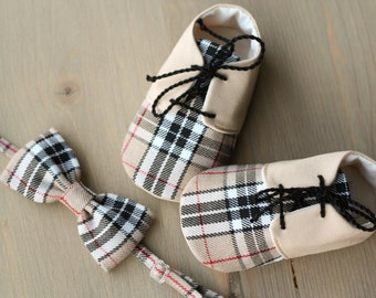 Beige baby boy shoes and bow tie, Baby photo prop, Beige plaid baby outfit, baby shower gift, 1st birthday boy outfit, baby summer shoes