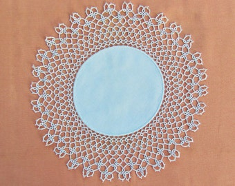 Vintage lace trimmed doily, round linen doily with tatted lace