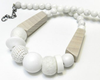 ShoRt NeckLacE - ExpLoSioN oF WoOd ans plastic