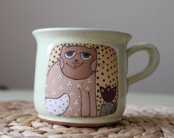 Coffee mug with a smiling cat