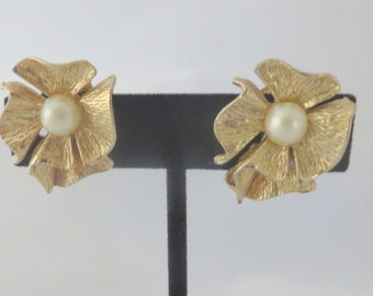 Vintage Gold Tone and Pearl Ribbon Style Clip On Earrings