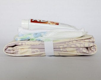 Full body All-in-One Changing Pad Wipeable Waterproof - Pockets for Diapers, Cream and Wipes - Lavender flowers