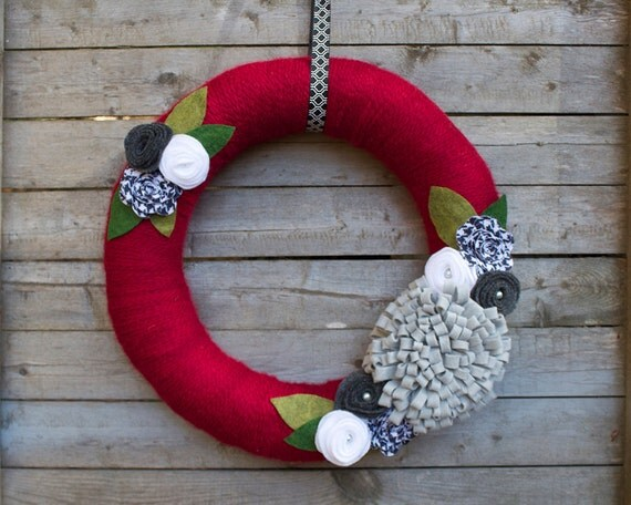 Holiday Red Yarn Wreath with Grey, White and Houndstooth Felt Flowers, Christmas Wreath