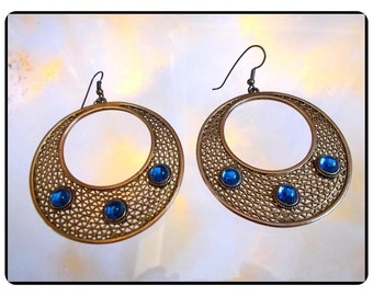 Goldtone Disk Earrings  -  Chic Vintage Lg Blue Cabochon Studded  Pierced   E657a-083114000