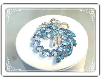 Eisenberg Ice Wreath Brooch - Vintage Rhinestone Wreath with Ribbon - Pin-2046a-051613000