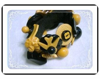 Bakelite Button Bracelet - Spectacular Vintage - Gold/Black Brac-1902a-043010000