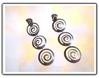 Spinning Pinwheel  Earrings - Spinning Long Silvertone Vintage Clip  E487a-112214002