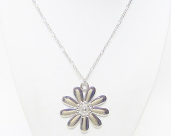 Silver Plated Daisy Pendant Necklace