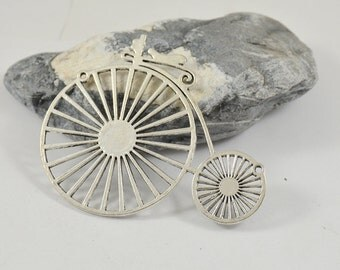 Charm  Retro Bicycle Pendant  Antique Silver Bike Victorian Pendant Beads ----- 60mmx 75mm ----- one bead 2H