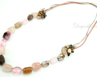 Long necklace rose quartz.
