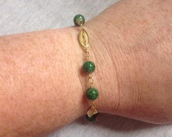 Vintage Goldtone and Green Glass Bead Bracelet