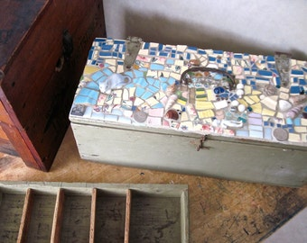 Antique Tool Box, Pique Assiette, Mosaic Tool Box, Broken China Mosaic, Vintage Tool Box, Compartment Box, Mosaic Art, Decorated Wood Box