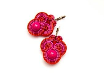 Dangle earrings spring pink, red. Pretty pink earrings soutache. Unique gift for girlfriend, under 30. Small bohemian earrings fuchsia.