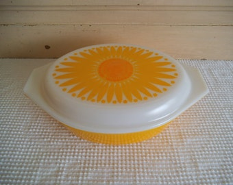 Pyrex Orange Sunflower Casserole Dish 045, 2 1/2 Quart Covered Pyrex Dish