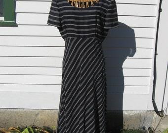 Maggy London size 10 navy blue white geometric stripe dress