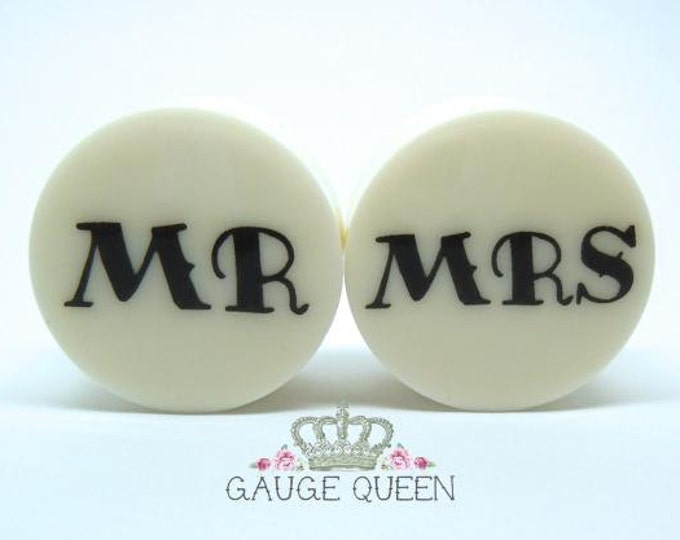"MR & MRS Plugs / Gauges. 4g /5mm, 2g /6.5mm, 0g /8mm, 00g /10mm, 1/2"" /12.5mm, 9/16"" /14mm, 5/8"" /16mm, 3/4"" /19mm, 7/8"" /22mm, 1"" /25mm"