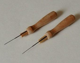 WOODEN NEEDLE HOLDER / Two felting needle holders, including needles / 40 gauge felting needles / needle felting tool / felting supplies