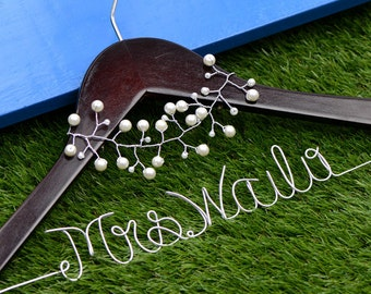 Custom Personalized Wedding Hanger, Wire Name Hanger, Personalized Bridal Hanger, Bridesmaids Name Hanger with pearl fascinator