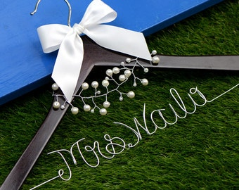 Custom Wedding Hanger, Wire Name Hanger, Personalized Bridal Hanger, Bridesmaids Name Hanger with pearl fascinator