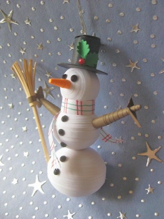Papier quilling bonhomme de neige avec chapeau haut de forme - Bonhomme de neige en papier ...