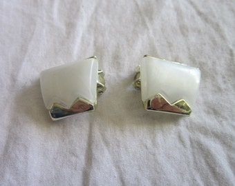 Vintage Retro Silver Tone & thermoset clip on Earrings