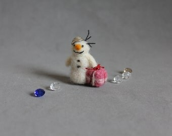 Doll house decoration 1 inch-Needle felted christmas snowman- white-miniature-Holiday gift.