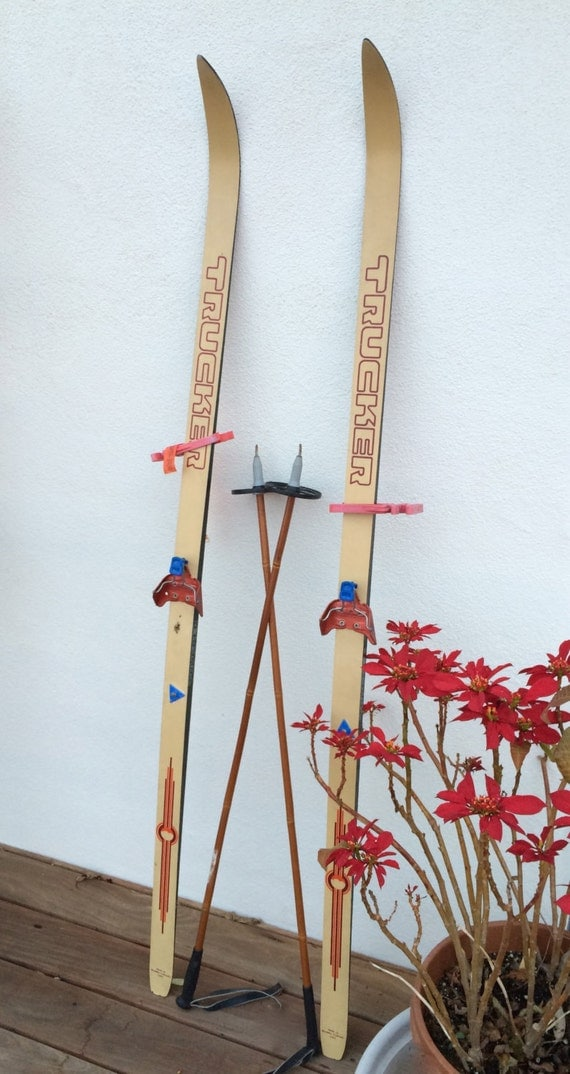 how to hold cross country ski poles