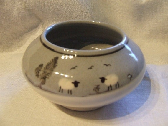 Padarn Pottery Sheep grey and white bowl studio Snowdonia Wales pot pourri Mocha ware