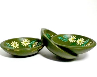 Wooden Snack  Bowls, Hand Painted, Set of 3, Daisies Daisy, Wooden Serving Bowls, Distressed Shabby and Chic, Cottage Chic, Country Decor