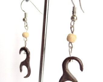 Alternative Carved Coconut Tribal Dangle Earrings - Natural Wood - Claw Wooden