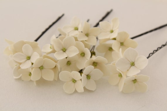 Hair bobby pin polymer clay flowers. Set of 5 pins . Off White, ivory  hydrangea -  5 with 4 flowers