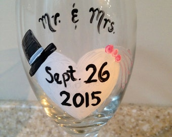 Celebrate your wedding date! Engagement gift. Wine glass for engaged couples. Engagemant wine glass.