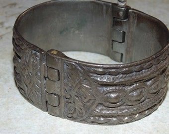 Free Shipping BR15 Vintage Antique  1880's Cuff .600 Tribal Ethnic Middle East Balkan Silver Wide Solid Clamp Bracelet Heavy Ornate Jewelry