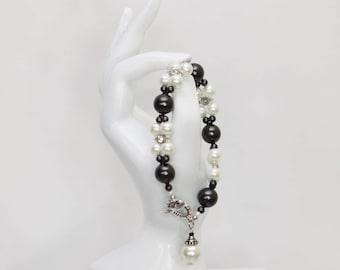 Black and White Glass Pearl Bracelet. Handmade Jewelry made just for you.