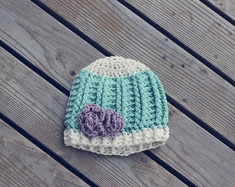 Ribbed crochet hat with flower
