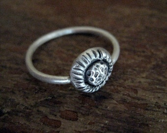 Chrysanthemum flower ring in sterling silver. Handmade, oxidized. US size 7.5