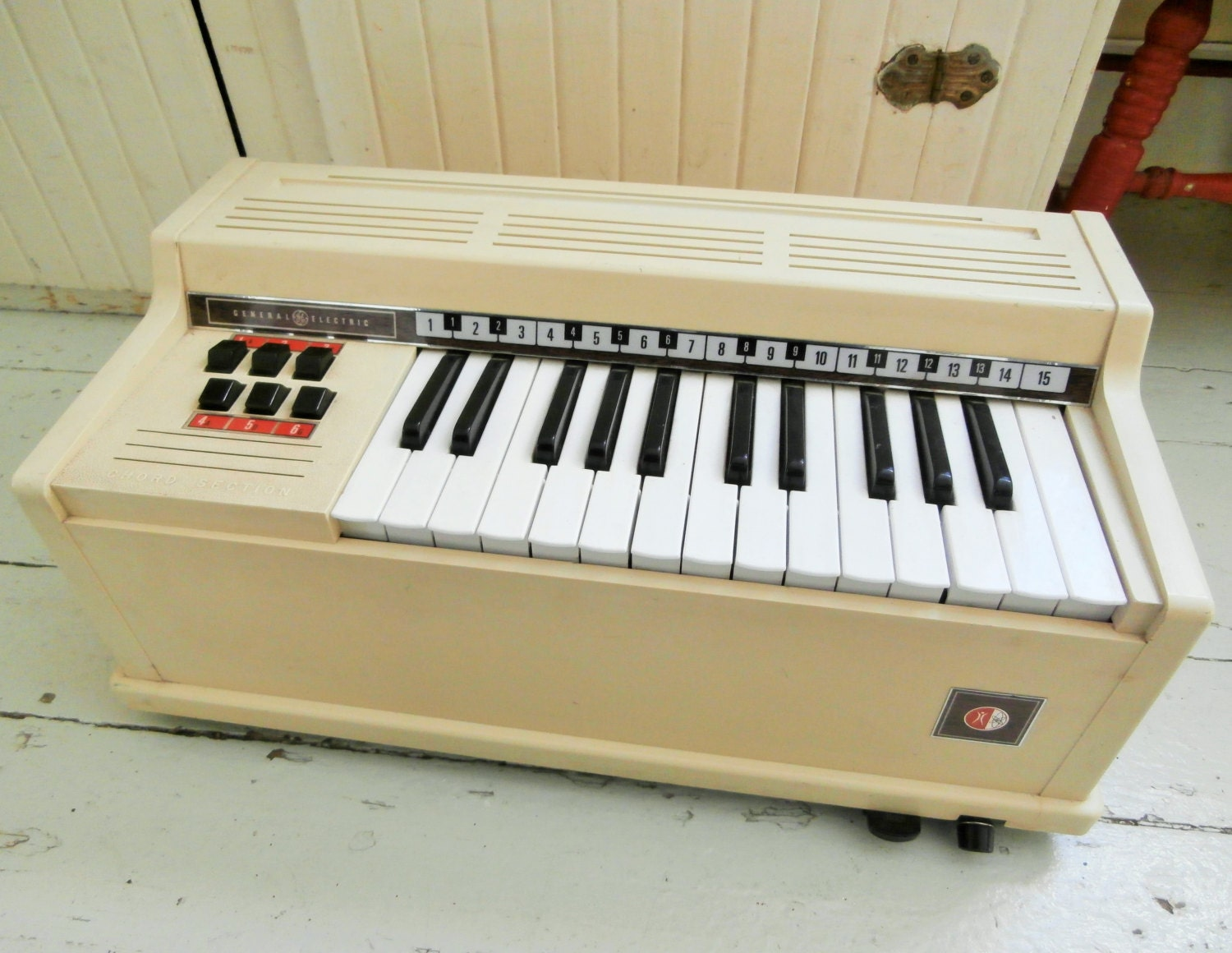 Vintage 1967 Chord Organ General Electric Child S