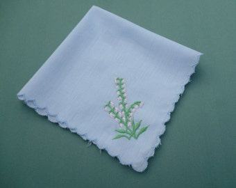 Vintage Hankie Handkerchief Embroidered with Flowers .  Blue Hanky with Scalloped Edge .