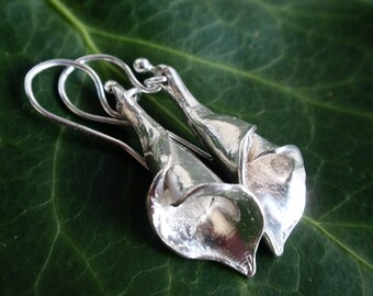 Sterling silver lily earrings, calla lily earrings, flower earrings from UK, sterling silver earrings dangle