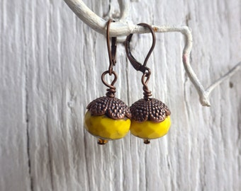 Acorns - earrings with yellow facetted glassbeads