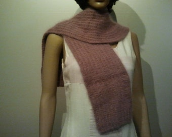 Knitted Angoraschal with rounding in old rose