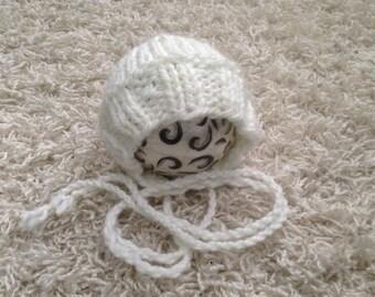 Newborn knit bonnet chunky look