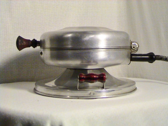 Electric Iron 1920s ~ S wear ever model electric waffle iron by