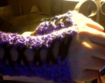 Made to order: crochet corset-style gloves with lacing